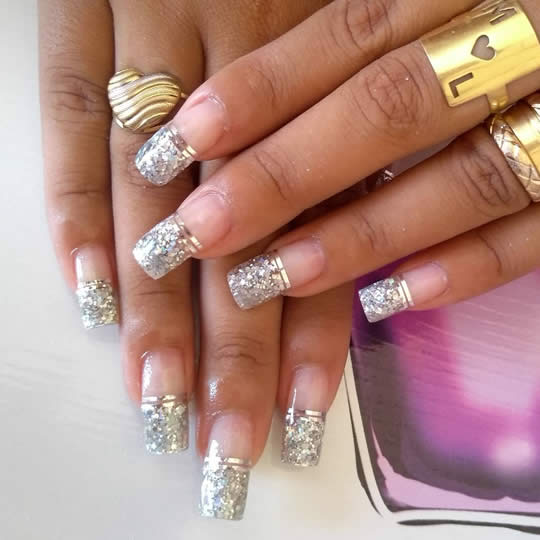 Unhas Decoradas com Fita Metálica - Metallic Ribbon Decorated Nails - Uñas decoradas con cinta metálica -  33/5000 Metallisches Band verzierte Nägel