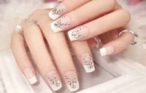unhas-noivas-decorada-com-pedras-uñas de novia-Brautnägel-bridal nails